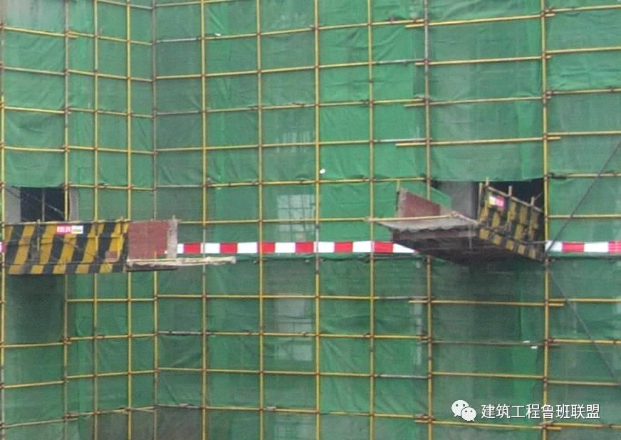 科技 正文  槽钢穿剪力墙时,在穿墙洞口位置对槽钢用聚苯板包裹做保护