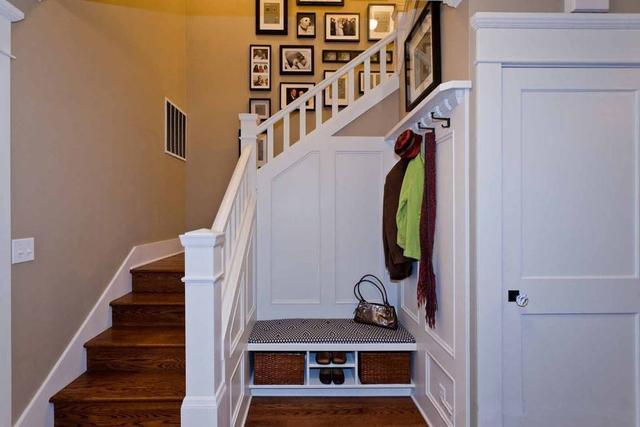 客厅、餐厅和楼梯隔断