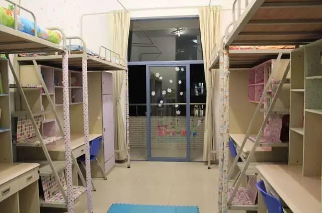 学在吉珠 亚洲之最 图书馆,内有藏书数百万