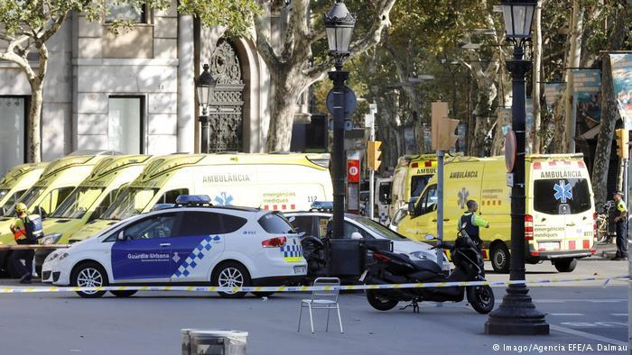 """巴塞罗那发生货车冲撞""""恐怖袭击"""