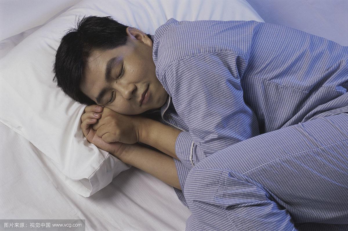 """男人性生活""""强不强"""" 竟是睡姿来决定?"""