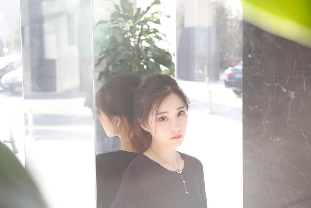 冯提莫为搜狐时尚做了场独家直播,说了好多秘密,还曝光了她喜欢的男生