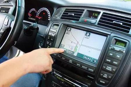 深圳易车族:为什么有汽车导航,大家却还是习惯用手机导航?