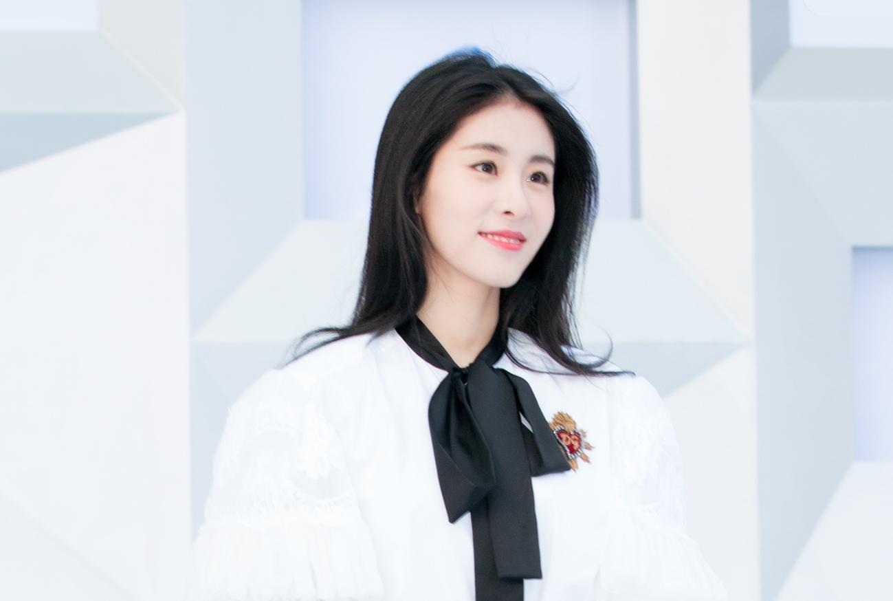 张碧晨欢迎东方风云榜最受荣获女歌手现场首唱最新情歌初中生小说偶像看追星图片