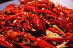 老中医的独门秘籍造就了十三小龙虾,颜色好看肉质鲜美,看得都馋