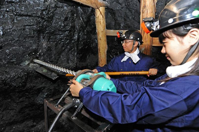 为什么500强企业纷纷选择墨隆煤矿钻机?图片