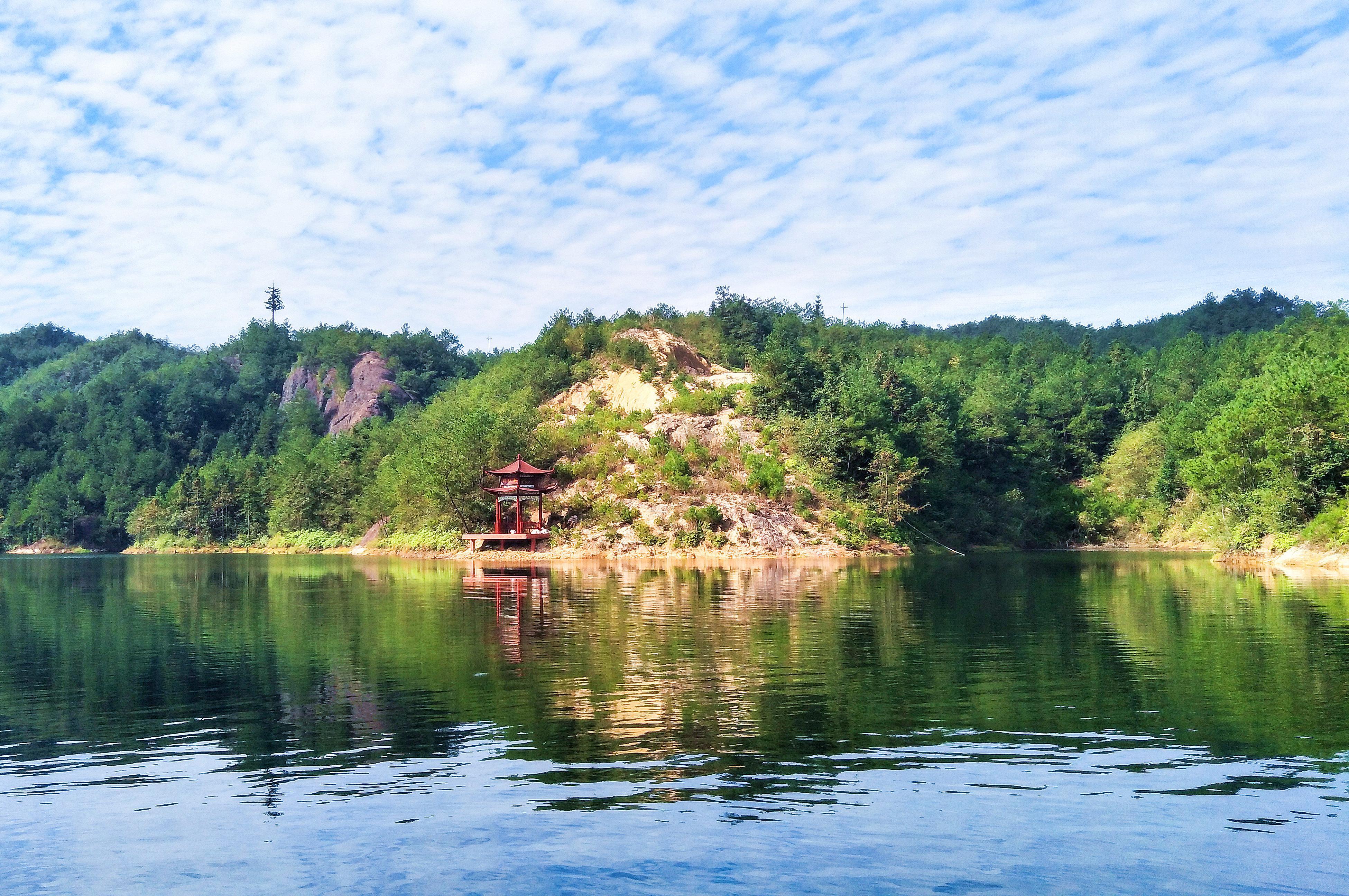 平江玻璃桥景区石牛寨