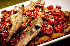 这样炸出来的小黄鱼拌上两勺生粉,金黄酥脆,老公一口一条真能吃