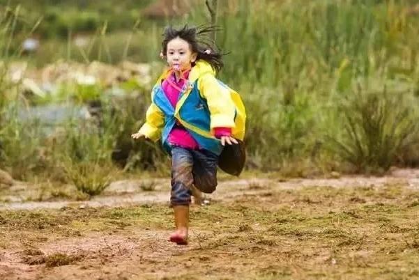 还记得《爸爸去哪儿》中那个像风一样的女子森碟吗?