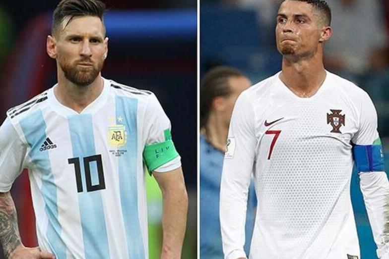 c罗梅西告别世界杯,梅西头顶草坪跪地,c罗黯然离场,太残酷图片