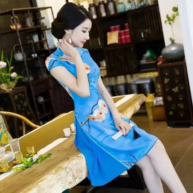 泉州月亮湾_中长款旗袍,此季穿着正合适