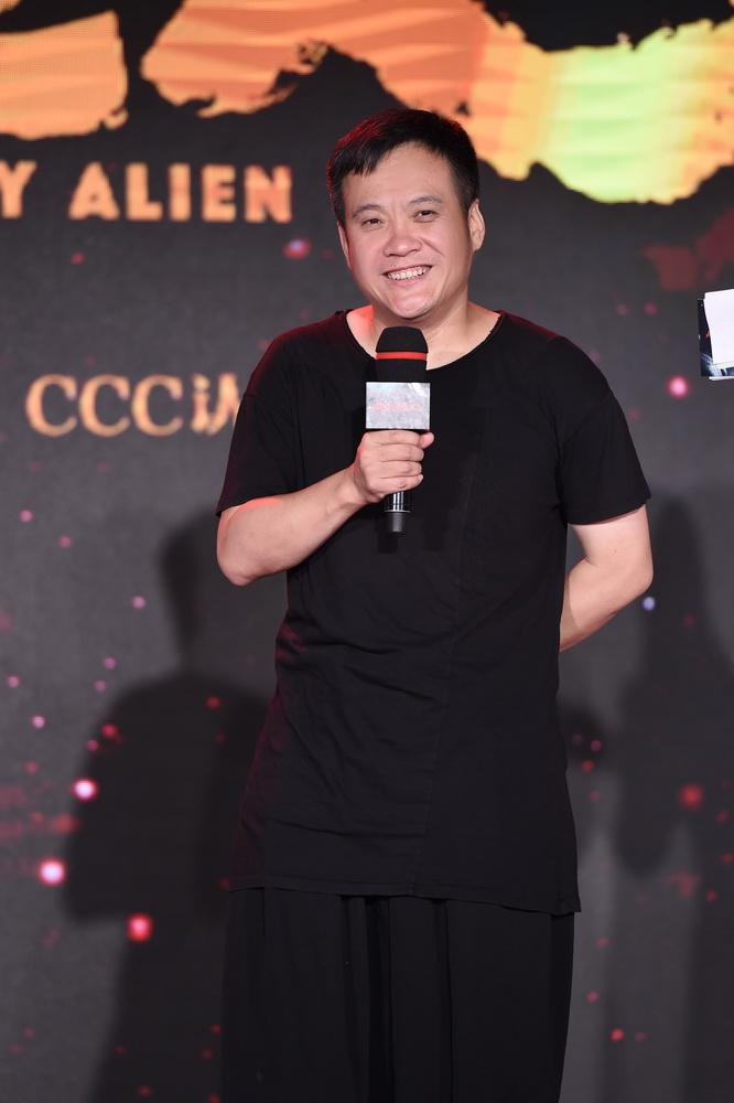 中国导演拍不了科幻片?宁浩《疯狂的外星人》开机的照片 - 4